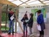 Tim und Safia vom Kinderrat präsentieren den Hallörchenentwurf.